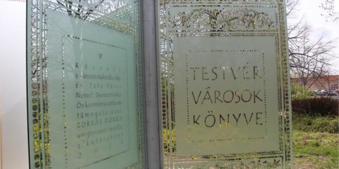 Meghívó az Üvegkönyv ünnepélyes átadására